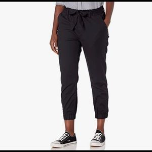 🆕 Levi's Belted Jogger